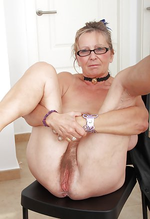 Mature Masturbiert